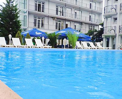 27%-მდე ფასდაკლება სასურველი ნომერი + აუზი სასტუმროში «Beach House Batumi» !